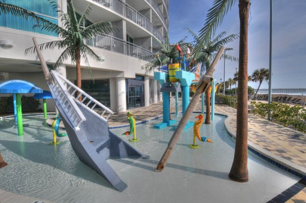Outdoor splash pool for kids