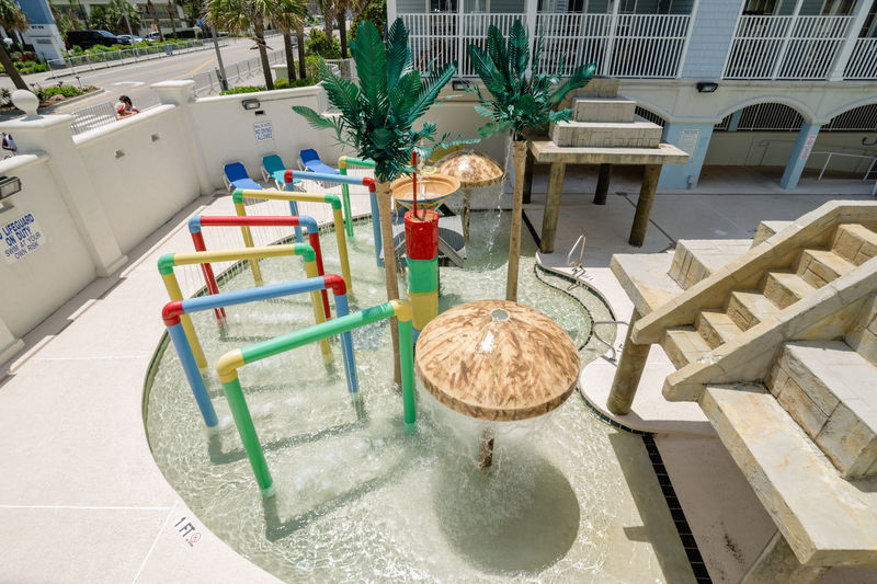 Alternate view of kids pool