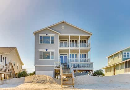 Exterior view of Dolphinview beach house in Pawleys Island, SC